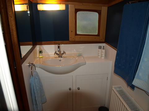 Aft cabin 